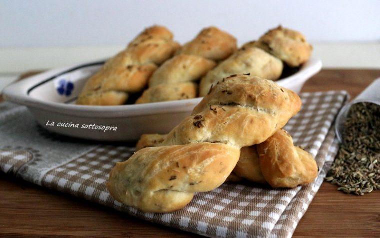 Treccine di pane ai semi di finocchio