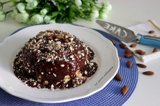 zuccotto cocco e mandorle con salsa gianduia
