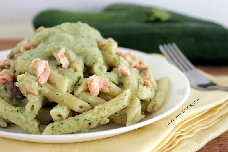 pasta crema di zucchine e salmone ricetta