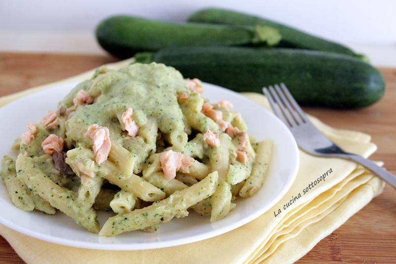 Pasta crema di zucchine e salmone