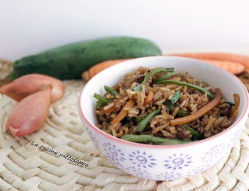 Riso basmati con verdure saltate e salsa di soia