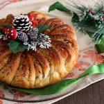 Corona di pane alle cipolle e erbe aromatiche