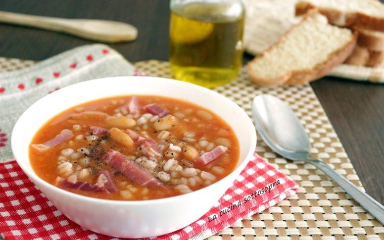 Zuppa di orzo fagioli e speck