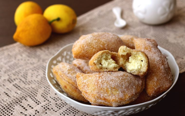 Panzerottini dolci ricotta e limone