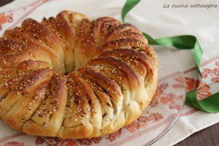corona di pane alle cipolle ricetta