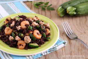 riso venere con zucchine tonno e gamberetti ricetta facile