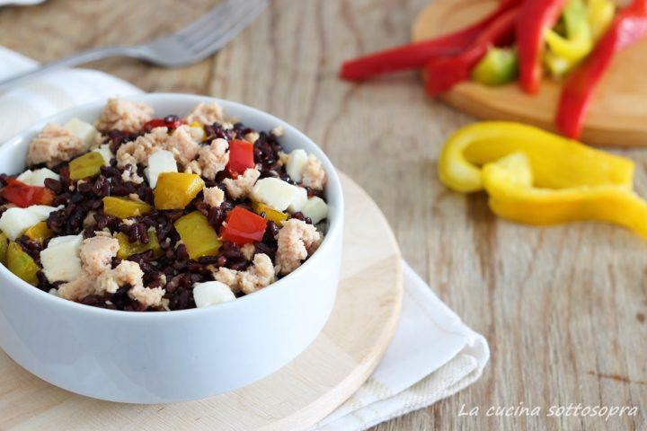 insalata di riso venere con tonno peperoni e mozzarella