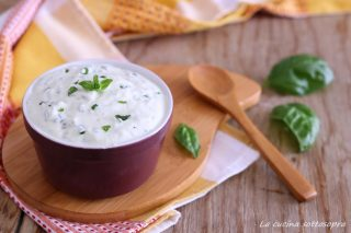 salsa allo yogurt per condire le insalate