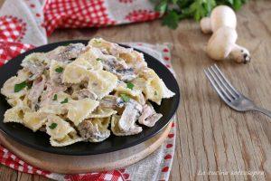 Pasta cremosa prosciutto e funghi – senza panna