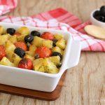 patate al forno con pomodorini e olive ricetta