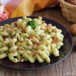 Pasta con crema di broccoli speck e noci - senza panna