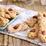 Intorchiate dolci pugliesi - treccine dolci alle mandorle