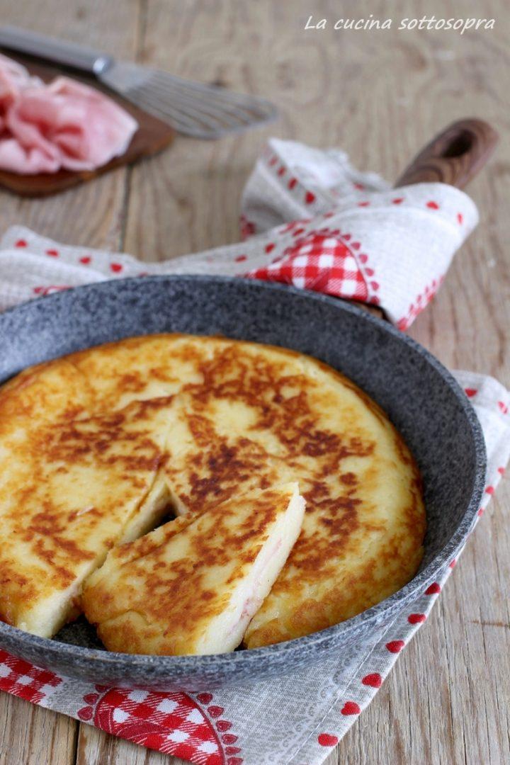 schiacciata di patate ripiena in padella