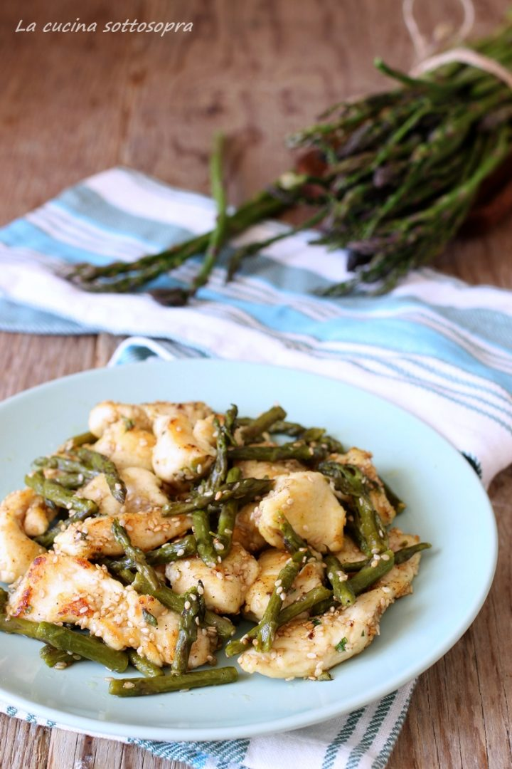 pollo con asparagi e semi di sesamo