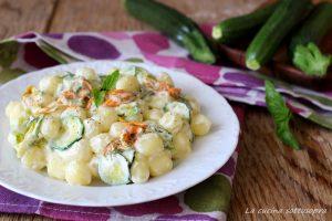 gnocchi alle zucchine con fiori di zucca e crema di pecorino ricetta facile e veloce