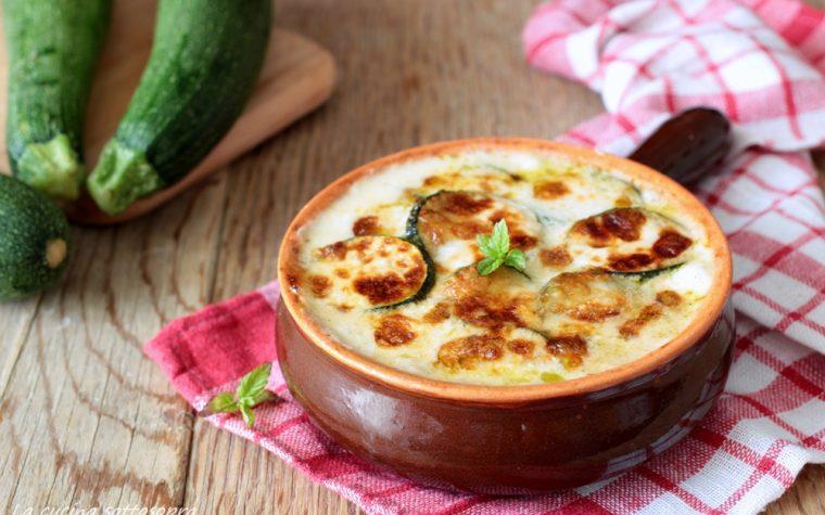 Zucchine al forno mozzarella e besciamella