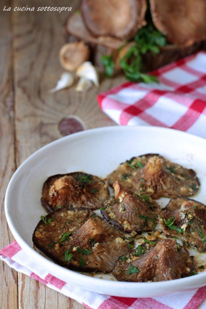 funghi gratinati al forno con aglio e prezzemolo