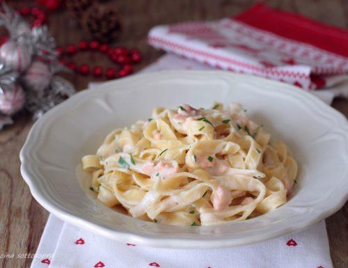Tagliatelle al salmone affumicato – cremose e gustose