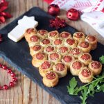Albero di sfoglia con wurstel - antipasto di Natale