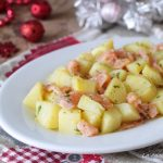 Insalata di patate e salmone affumicato