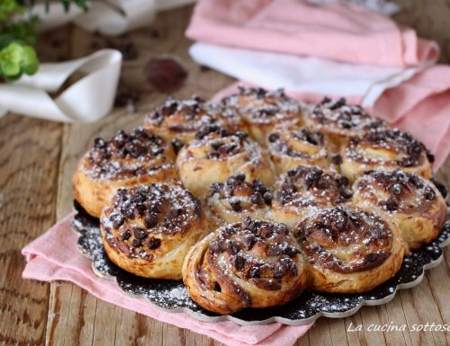 Rose di sfoglia ricotta e cioccolato – solo 4 ingredienti