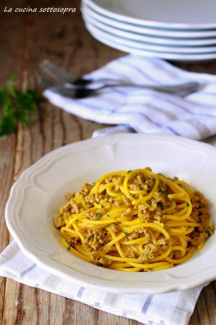 spaghetti salsiccia e zafferano