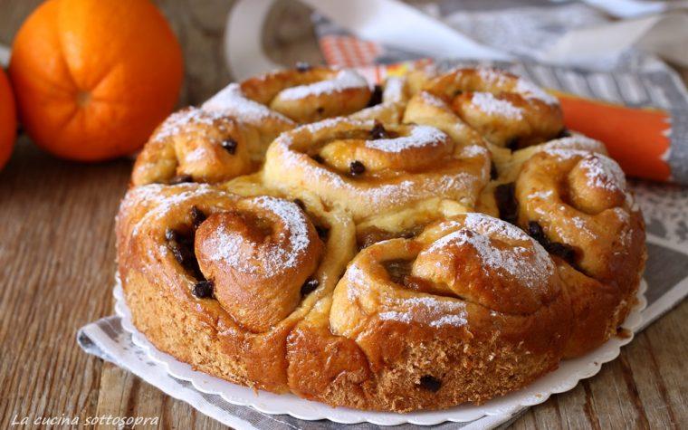 Torta di rose con marmellata di arance e gocce di cioccolato
