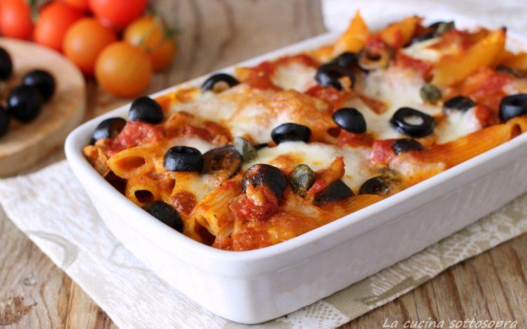 Pasta al forno con mozzarella pomodoro e olive