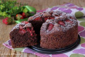 Torta cioccolato e fragole senza burro e latte – con e senza Bimby