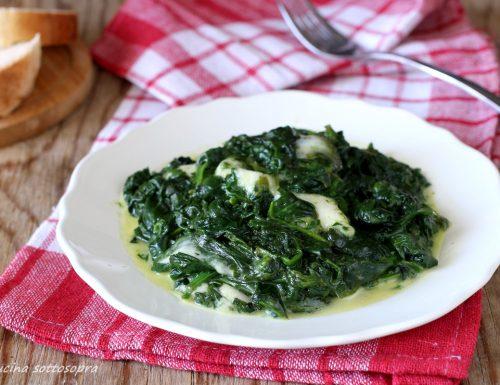 Spinaci in padella con mozzarella