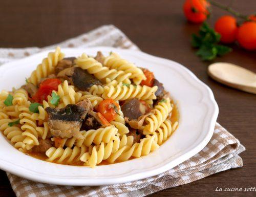 Pasta salsiccia e funghi con pomodorini