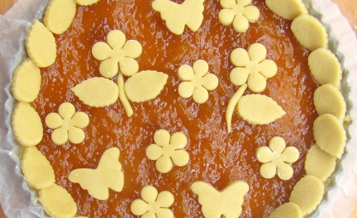Crostata con confettura di albicocche