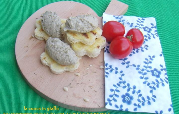 Bruschette con crema di melanzane e robiola