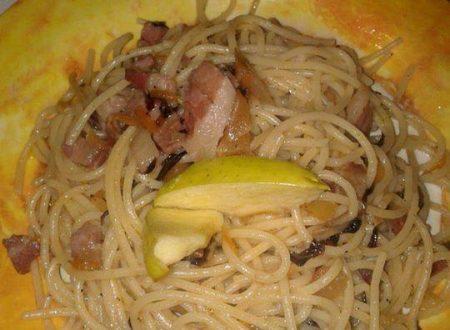 Spaghetti mela e speck