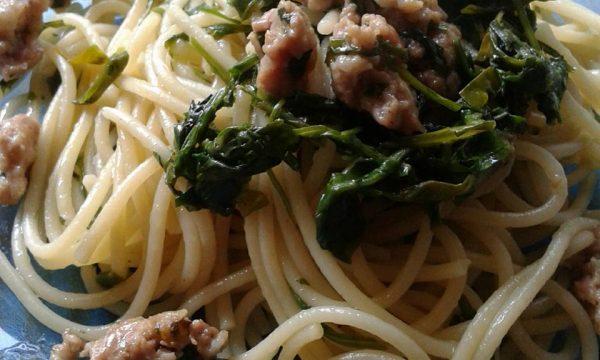 Spaghetti salsiccia e spinaci