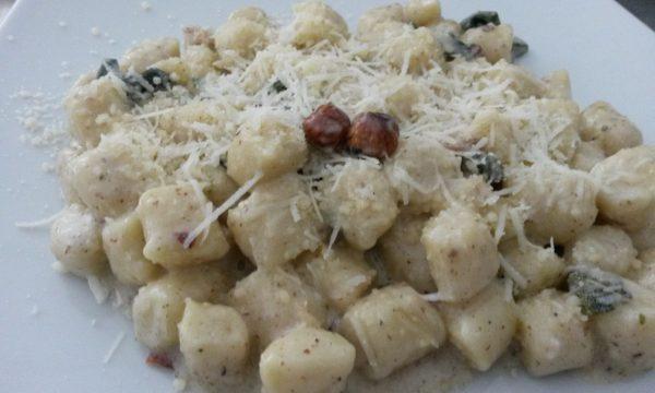 Gnocchi di patate alle nocciole e salvia