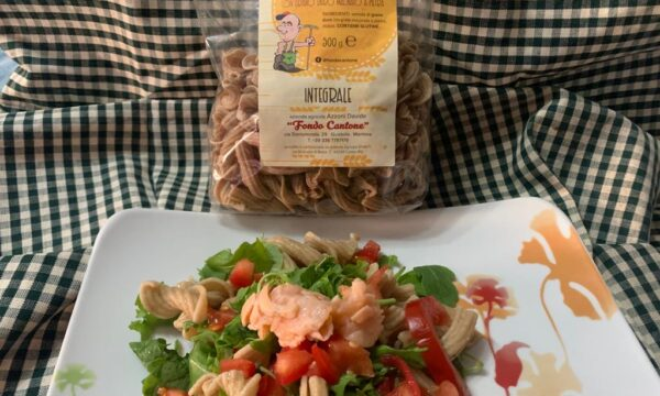 Torchietti integrali con salmone rucola e pomodoro