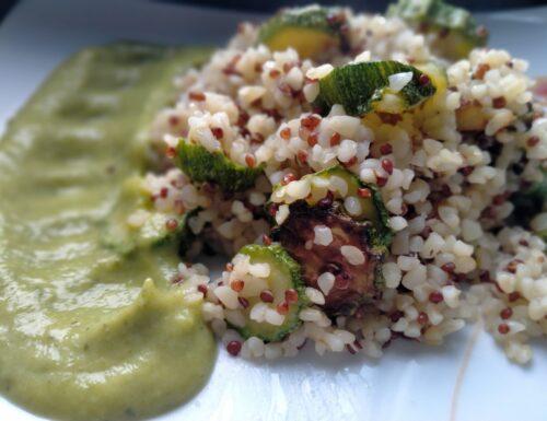 Burgur e quinoa con crema alle zucchine