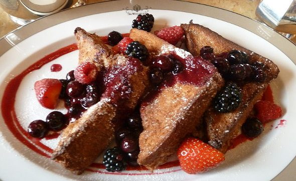 Pain perdu o French toast ai frutti di bosco