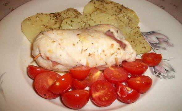 Involtini di pollo con patate e pomodorini