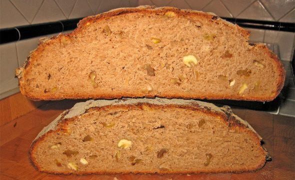 Pane di amarene e noci pecan