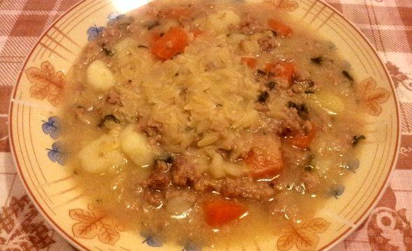 Minestrina con carne, patate e carote