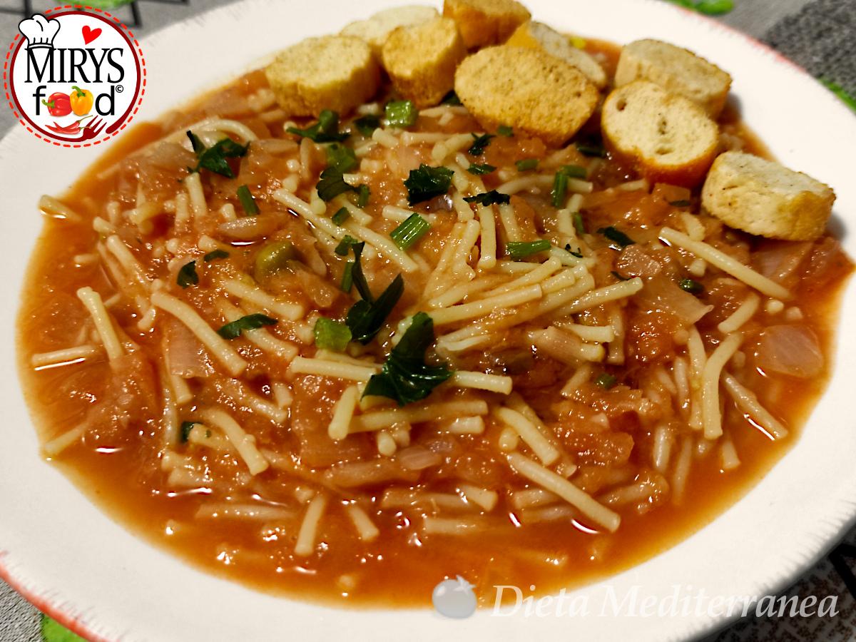 ZUPPA di Cipolle, Pomodoro e Piselli by MIRYS food di Dieta Mediterranea