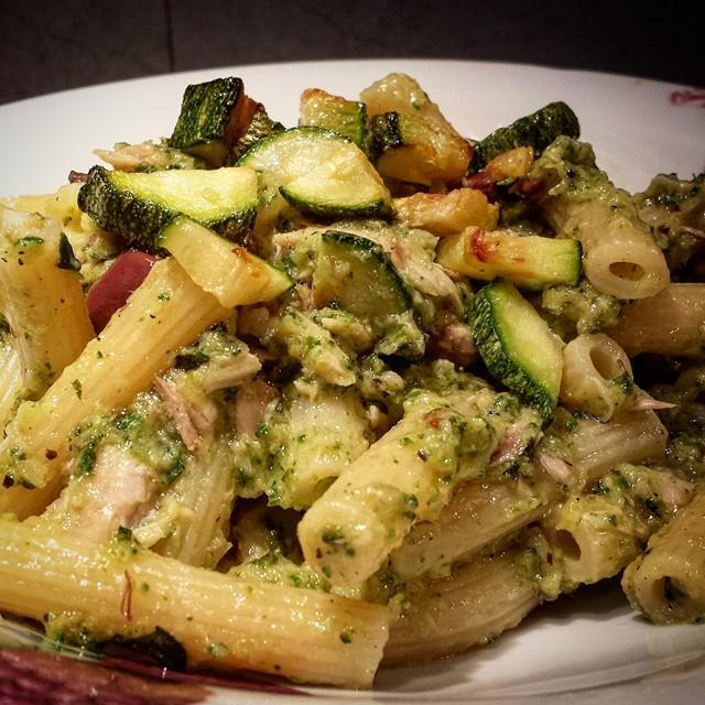 Le ricette della Lady: cannerozzetti con pesto di zucchine e filetti di sgombro