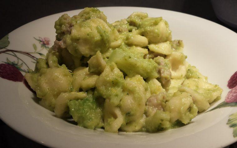 Le ricette della Lady: orecchiette con broccoli baresi e salsiccia aromatizzata al finocchietto