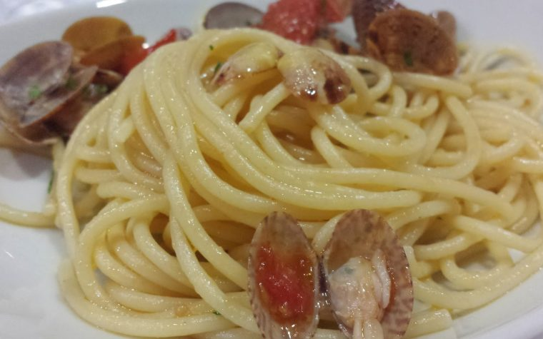 Le ricette natalizie della Lady: spaghetti al sughetto di vongole con Pomodorini del Piennolo