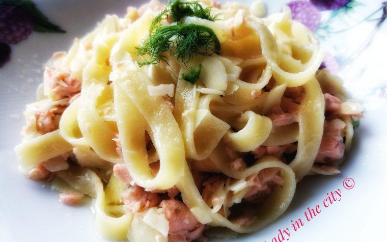 Le ricette della Lady: tagliatelle al salmone fresco e mandorle