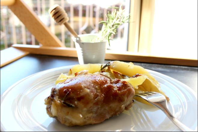Pollo laccato al miele con patate all'erbette