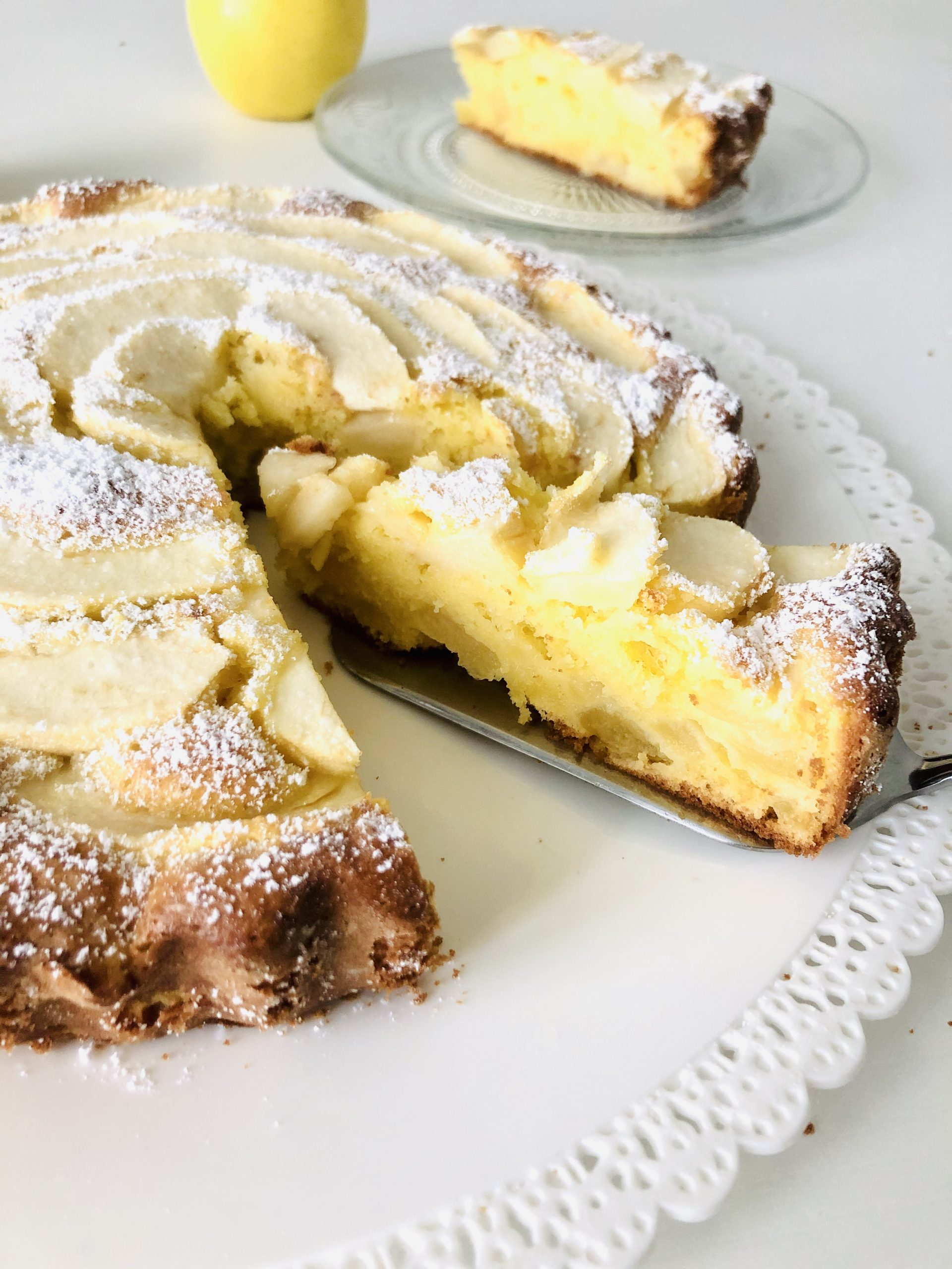 Torta morbida alle mele e yogurt al profumo di limone