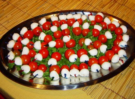 Spiedino pomodorini pachino mozzarella e rucola